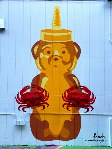 Fnnch Fisherman's Wharf Honey Bear with Dungerness Crabs